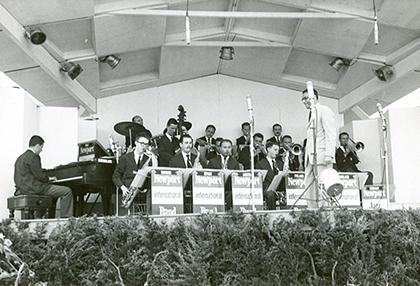 """Newport International Youth Band - pierwszy saksofon z prawej Jan """"Ptaszyn"""" Wróblewski"""
